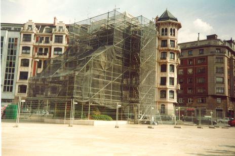 1997 Puppy Museo Guggenheim vallas Etxekit